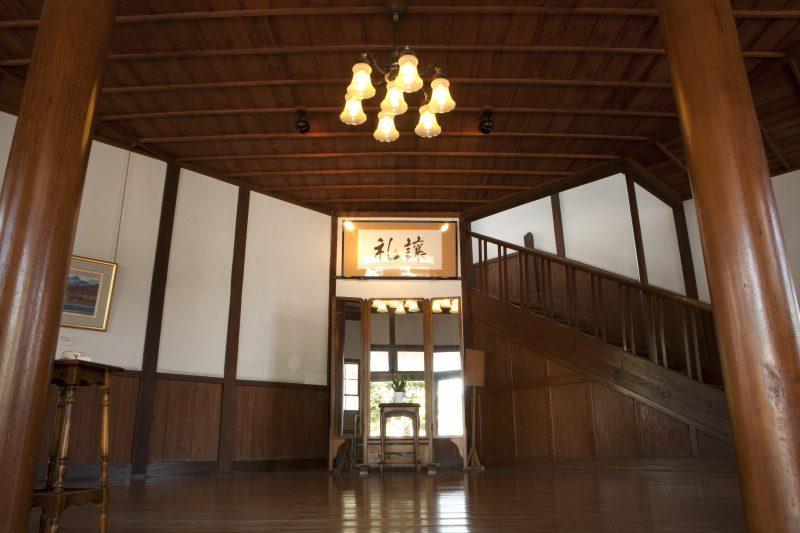 九里学園正面玄関