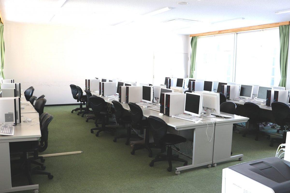 九里学園マルチメディア室